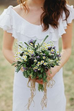 Memory Making Bouquet Recipe filled with aromatic herbs sure to kick-start your memory maker. Bouquet by Cedarwood Weddings photography by Kristyn Hogan. Herb Bouquet, Diy Bouquet, Bride Bouquets, Floral Wedding, Wedding Flowers, 2016 Wedding Trends, Making A Bouquet, Farm Wedding, Floral Arrangements