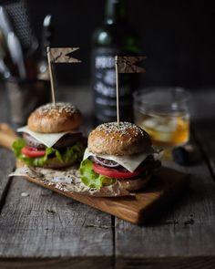 583 個讚好,27 則回應 - Instagram 上的 FOODPHOTO📸 RECIPE 👩🏻🍳 FOOD(@fayushkinamama):「 Настоящая мужская еда)) Честно скажу, я не большой любитель бургеров, зато муж мой обожает. Иногда… 」 Mini Burgers, Hamburger, Ethnic Recipes, Food, Mini Hamburgers, Essen, Burgers, Meals, Yemek