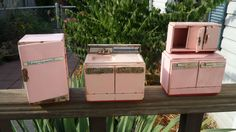 Vintage Metal Dollhouse Appliances  Pink Metal Dollhouse Furniture  1950's Metal Doll House Kitchen Furniture.
