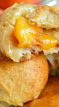 Refrigerated biscuits are filled with fresh peaches and soft Brie. These Peach Pie Biscuit Bombs are great for breakfast, brunch, or dessert! Easy Desserts, Delicious Desserts, Yummy Food, Canned Biscuits, Cookies Et Biscuits, Stuffed Biscuits, Canned Peaches, Pie Dessert, Dessert Recipes