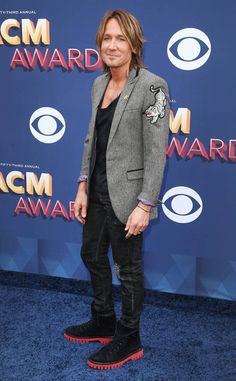 Keith Urban from ACM Awards Red Carpet Fashion The country star hits the red carpet before his duet with Julia Michaels at the Academy of Country Music Awards. Country Western Singers, Hot Country Boys, Academy Of Country Music, Country Music Awards, Crazy Dresses, Julia Michaels, Beautiful Outfits, Beautiful Clothes, Keith Urban