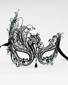 Oooh, the next mask party I go to, this is going on my shopping list! Beautiful.