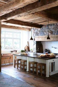 Cucina con elementi in legno