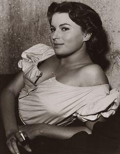 Silvana Mangano Stephane Audran, Tv Chefs, Star Wars, Italian Actress, Italian Beauty, Hollywood, The Old Days, Director, Persona