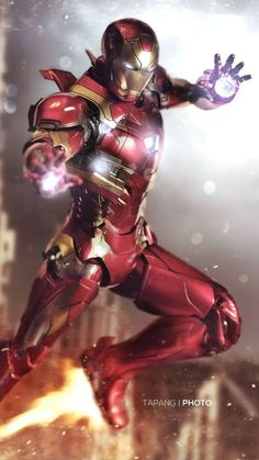 Think you know all about Tony Stark played by Robert Downey Jr. Check out these 25 Stunning Facts About Iron Man That You Didn't Know. A must read for Marvel fans. New Iron Man, Iron Man Art, Iron Man Wallpaper, Hd Wallpaper, Iron Man Avengers, Marvel Heroes, Marvel Avengers, Marvel Funny, Funny Comics