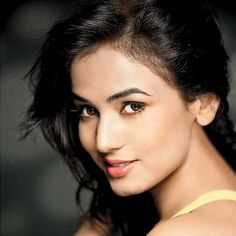 Sonal Chauhan---- A very next to door pretty looking face, Sonal Chauhan starred opposite Emraan Hashmi in Jannat. Although, she is yet to establish her name in Bollywood, but her beautiful face gets her to feature in the most beautiful in India. Most Beautiful Faces, She Was Beautiful, Beautiful Redhead, Beautiful Celebrities, Beautiful Eyes, Gorgeous Women, Leila George, Indian Face, Fashion Idol
