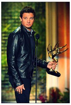 """Jeremy Wearing Black Shirt, Pants and Leather Jacket While Holding 2011 """"Guys Choice Award"""""""