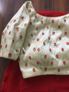 Best 9 Hand embroidered neck yoke by sonal – SkillOfKing.Com Best 9 Hand embroidered neck yoke by sonal – SkillOfKing. Cotton Saree Blouse Designs, Fancy Blouse Designs, Blouse Neck Designs, Kurta Designs, Sari Blouse, Embroidery Suits Design, Embroidery Designs, Couture Embroidery, Simple Embroidery