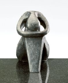 Femme courbée, sculpture contemporaine de Marion Bürkle, bronze patiné 17 cm