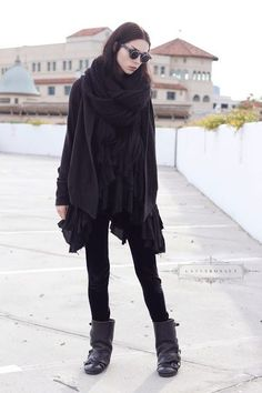 Simplicity in black layers. An everyday elegant goth outfit. Style Outfits, Mode Outfits, Grunge Outfits, Dark Fashion, Gothic Fashion, Black Aesthetic Fashion, Aesthetic Dark, Layered Fashion, Witch Aesthetic