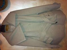 Giacca in panno color crema, usata solo 1 volta per taglia errata. Misura media (44/46), vestibilità regolare . Possibile spedizione a vostro carico #Svendere.it