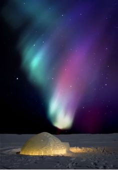 An Iglo Under The northern Light
