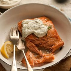 lets-just-eat : pan fried salmon with a lemony dill dressing Salmon Recipes, Fish Recipes, Seafood Recipes, Dinner Recipes, Cooking Recipes, Healthy Recipes, Cooking Tips, I Love Food, Good Food
