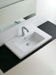 badewanne mit einem m belunterbau mit ablagen und schubladen haus pinterest badewannen. Black Bedroom Furniture Sets. Home Design Ideas