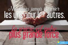 N'oublions jamais de prier les uns pour les autres. La prière est notre plus grande force. Pape François @Pontifex_fr #PapeFrancois #Pontifex ➡ RDV sur pontifexenimages.com pour recevoir les images par ✉ email