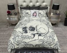 Featherweight Cream & Tan Skull Bedding  Skulls por InkandRags