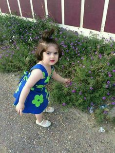 Pin by Sultan on cute Very Cute Baby Images, Cute Baby Girl Photos, Cute Baby Couple, Cute Little Baby Girl, Cute Kids Pics, Cute Baby Pictures, Cute Babies, Baby Photos, Cute Baby Girl Wallpaper