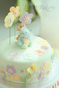 Cute Dragon Cake Fondant Cake Designs, Cake Decorating With Fondant, Puppy Birthday Cakes, Birthday Cake Girls, Pretty Cakes, Cute Cakes, Dragon Baby Shower, Baby Reveal Cakes, Girly Cakes