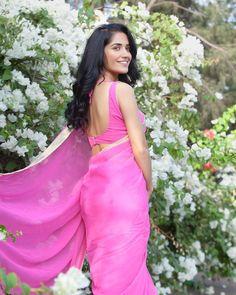 Beautiful Bollywood Actress, Most Beautiful Indian Actress, Beautiful Ladies, Beautiful Housewife, Costumes Around The World, Saree Poses, Senior Girl Poses, South Actress, Fancy Sarees