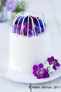 fresh-flower-cage-miniature-cake