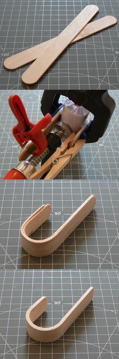 Kleiderhaken aus Craft Sticks 1) 20min dämpfen 2) Um Rundform legen, mit Holzleim verkleben, mit Zwingen fixieren 3) Schleifen