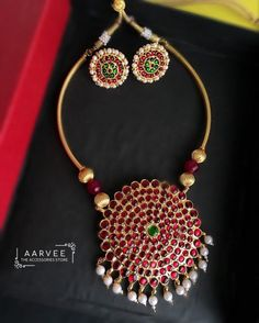 Jewelry design necklace - Gorgeous Jewelleries For The Festive Days Ahead – Jewelry design necklace Antique Jewellery Designs, Gold Earrings Designs, Gold Jewellery Design, Necklace Designs, Antique Jewelry, Handmade Jewellery, Antique Gold, Diamond Jewellery, Gold Jewelry Simple