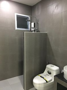 38 ideas home design bathroom small baths bathtubs Small Shower Room, Small Bathroom Layout, Small Bathroom Storage, Washroom Design, Toilet Design, Bathroom Interior Design, Bathroom Design Inspiration, Small Toilet, Small House Design