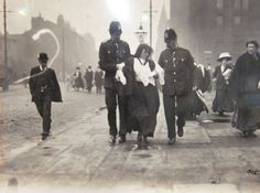 Suffragettes Protest, University of Manchester 1909 - Thank you to all the women before us! London History, British History, Old Pictures, Old Photos, Vintage Pictures, London Police, University Of Manchester, Martial Arts Training, Old London