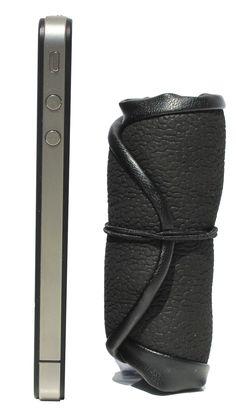 La nouvelle Shoette Mini plus petite qu'un certain téléphone dont on ne citera pas la marque !  Découvrez tous nos modèles de ballerines pliables et enroulables sur www.shoette.com