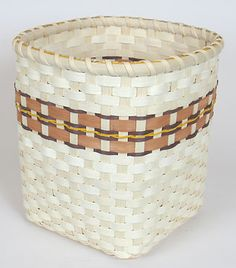 Shelly's Basket, free pattern, nice size for wastebasket, solid base.