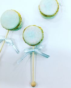 Baby rattle French macacon by liliana Da Silva from sugarella sweets Baby Rattle, Cakes And More, Macarons, Cake Ideas, Wedding Cakes, Sweets, Baby Shower, French, Photo And Video