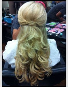 Long curly hair...love how pretty and simple this is<3
