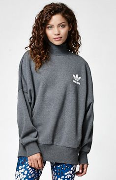 With a modern, utilitarian-inspired look, the adidas Mock Neck Sweatshirt is an every day essential. It's crafted from soft fleece with a ribbed stand-up collar, relaxed fit and a large rubber-printed Trefoil on front. Throw it on over skinny denim or colorful leggings.   	Ribbed stand-up collar 	Ribbed cuffs and hem 	Rubber-printed Trefoil logo on left chest 	Relaxed fit; Side seam pockets 	Model is wearing a small 	Model's measurements: Height: 5'6'' Bust: 30'&...