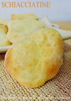 Naan Flatbread, Focaccia Pizza, Crepes, Bread Recipes, Cooking Recipes, Pizza Sandwich, Easy Holiday Recipes, I Love Food, Bakery
