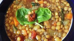 THE BEST lentil soup Lentils are coupled with vegetables for this family-friendly lentil soup. Topped with spinach and a splash of vinegar, this is the perfect weekday dinner. Weight Watcher Dinners, Plats Weight Watchers, Weight Watchers Meal Plans, Weight Watchers Diet, Lentil Soup Recipes, Healthy Soup Recipes, Ww Recipes, Cooking Recipes, Veggie Recipes