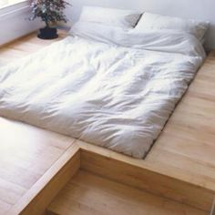 Oh i need this, prevents a) me falling off the bed and b) dogs having to jump on and off