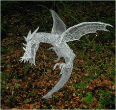 Chicken Wire Dragon. //  WELL, OF COURSE WE NEED A DRAGON!  ♥A