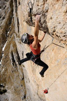 lead climbing with a helmet finally someone smart
