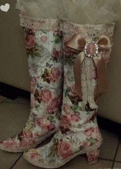 Je oude laarzen beplakken met servetten. Dit is GEEN creatie van mezelf maar dit heeft iemand anders gemaakt!