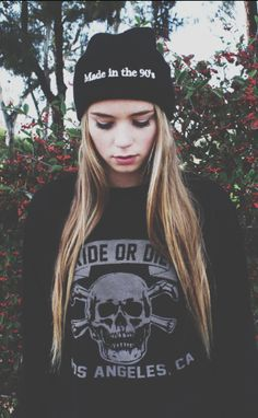Find images and videos about girl, grunge and on We Heart It - the app to get lost in what you love. Grunge Fashion, Teen Fashion, Winter Fashion, Womens Fashion, Alternative Rock, Alternative Fashion, Mode Punk, Indie, Cooler Style