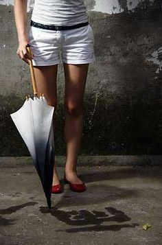 雨の雫で書道ができる傘「Rain Brush Umbrella」