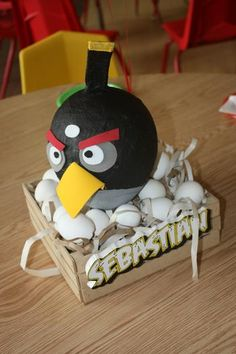 Originales centros de mesa para una fiesta Angry Birds / An original centerpiece for an Angry  Birds party www.flappybirds.co.uk