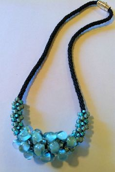 Képtalálat a következőre: Kumihimo Patterns with Beads Bead Jewellery, Beaded Jewelry, Jewelery, Handmade Jewelry, Beaded Necklace, Beaded Bracelets, Necklaces, Diy Schmuck, Schmuck Design