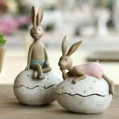 Une vue de deux lapins : décoration originale de Pâques