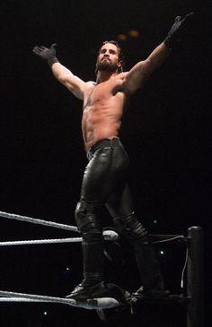 Who will win the WWE Universal Championship? Seth Freakin Rollins, Seth Rollins, Wwe Live Events, The Shield Wwe, Best Wrestlers, Burn It Down, Wwe Tna, Wwe World, Muscle Anatomy