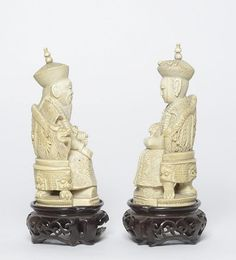 China, 19th Century Elegant carving depicting a royal couple on the throne. h 14,5 cm