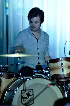 drumming spencer :) The Young Veins, Spencer Smith, Singing Hallelujah, Solo Music, Good Charlotte, Dallon Weekes, Brendon Urie, Band Memes, Blink 182
