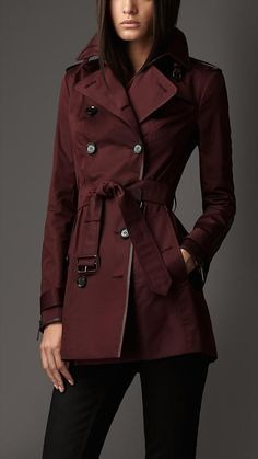 The elegant trench coat is crafted from rich double sateen and finished with London leather trim. Referencing the original Burberry trench coat, heritage features include epaulettes, D-ring and rain shield. Zip detail cuffs and a smooth leather throat latch add modern detail to the heritage design.