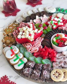 Amazing 30 Christmas food platters ideas – Page 2 Christmas Entertaining, Christmas Party Food, Christmas Appetizers, Christmas Sweets, Christmas Cooking, Noel Christmas, Christmas Goodies, Holiday Baking, Christmas Desserts