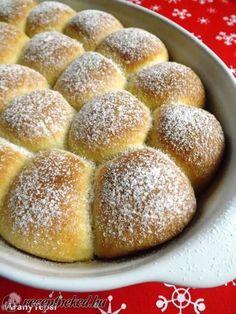 Túrós labdabukták recept   Receptneked.hu ( Korábban olcso-receptek.hu) Cookie Desserts, Sweet Desserts, Sweet Recipes, Cake Recipes, Dessert Recipes, Hungarian Desserts, Hungarian Recipes, Sweet Cookies, Sweet And Salty